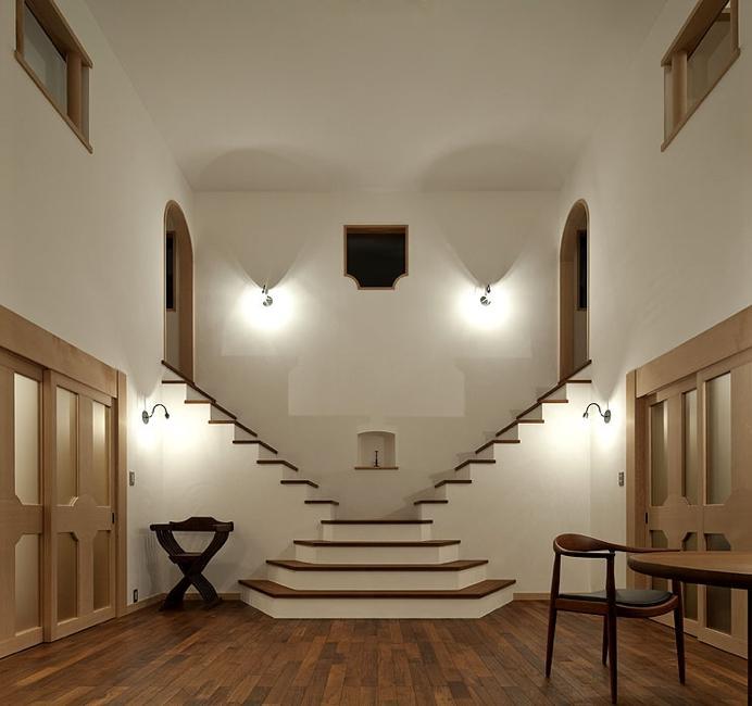 ある舞踏家の家の部屋 白漆喰のLDK