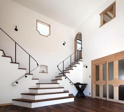 ある舞踏家の家 (白漆喰のLDK)