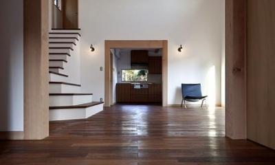 舞踏家の家 (玄関からLDKを見る)