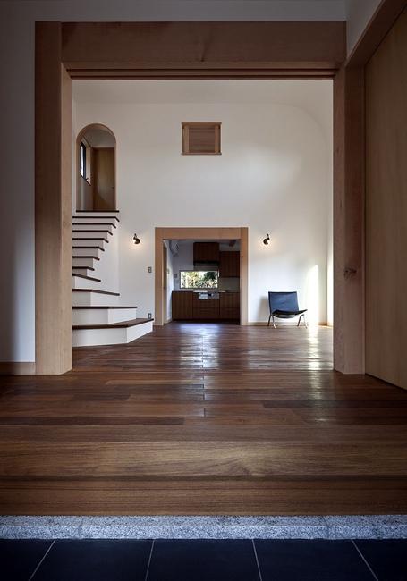 ある舞踏家の家の部屋 玄関からLDKを見る
