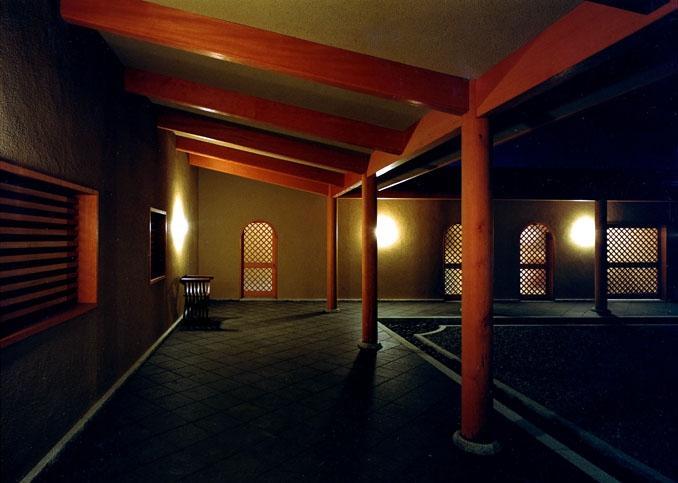 迷企羅ー水戸郊外の家の写真 回廊夜景