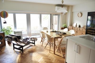 ブリュッセルのアパートメントのように、家族が心地よく過ごせる空間に暮らしたい (リビングダイニング)