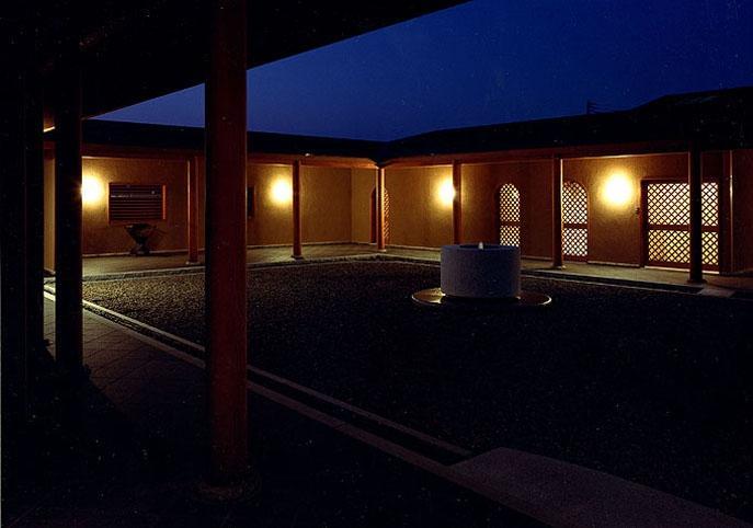 迷企羅ー水戸郊外の家 (回廊夜景)