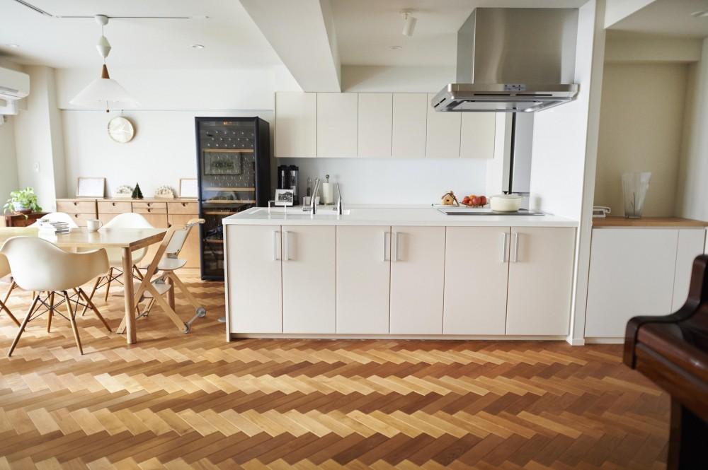 ブリュッセルのアパートメントのように、家族が心地よく過ごせる空間に暮らしたい (キッチン)