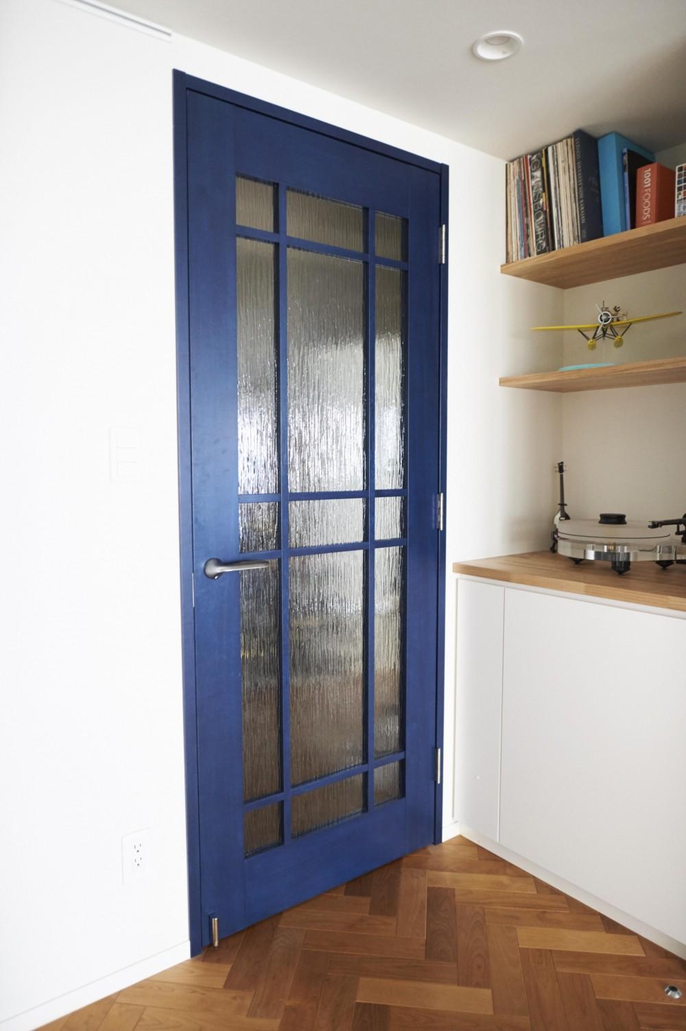 ブリュッセルのアパートメントのように、家族が心地よく過ごせる空間に暮らしたい (リビングドア)