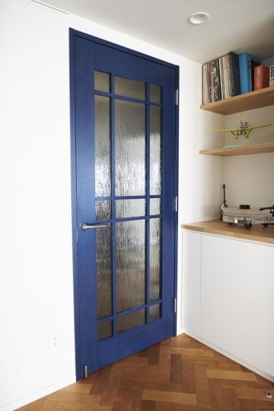 リビングドア (ブリュッセルのアパートメントのように、家族が心地よく過ごせる空間に暮らしたい)