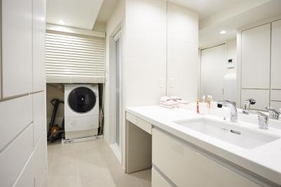 洗面室 (ブリュッセルのアパートメントのように、家族が心地よく過ごせる空間に暮らしたい)