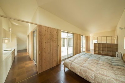 旭-I (収納棚のある開放的な寝室)