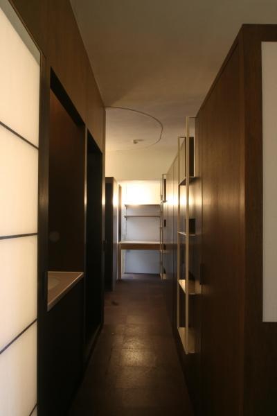 洗面台のある廊下 (駒形-Mリフォーム)