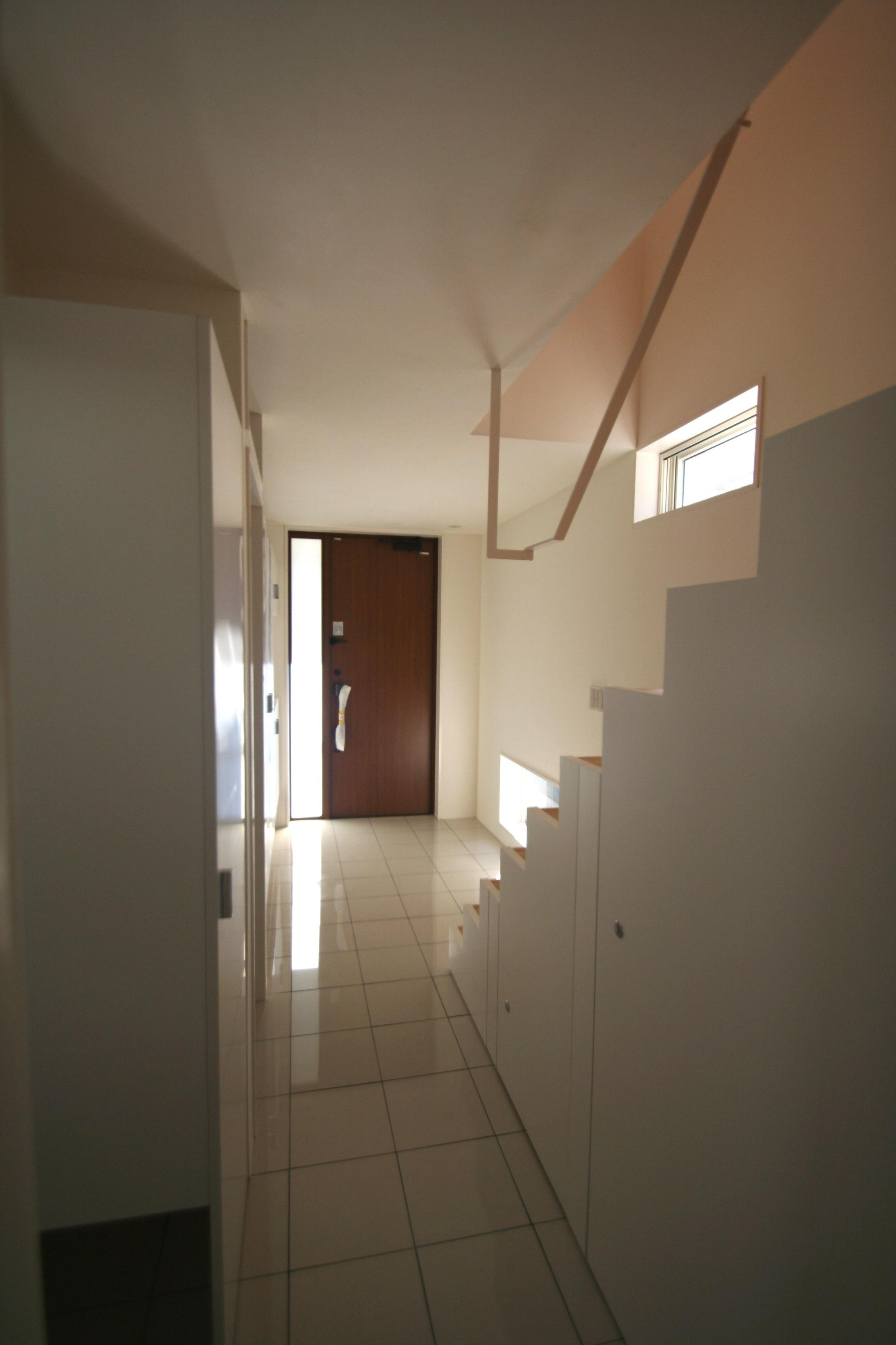 柿の木坂-Tの部屋 ハイサイドライトで部屋が明るい玄関