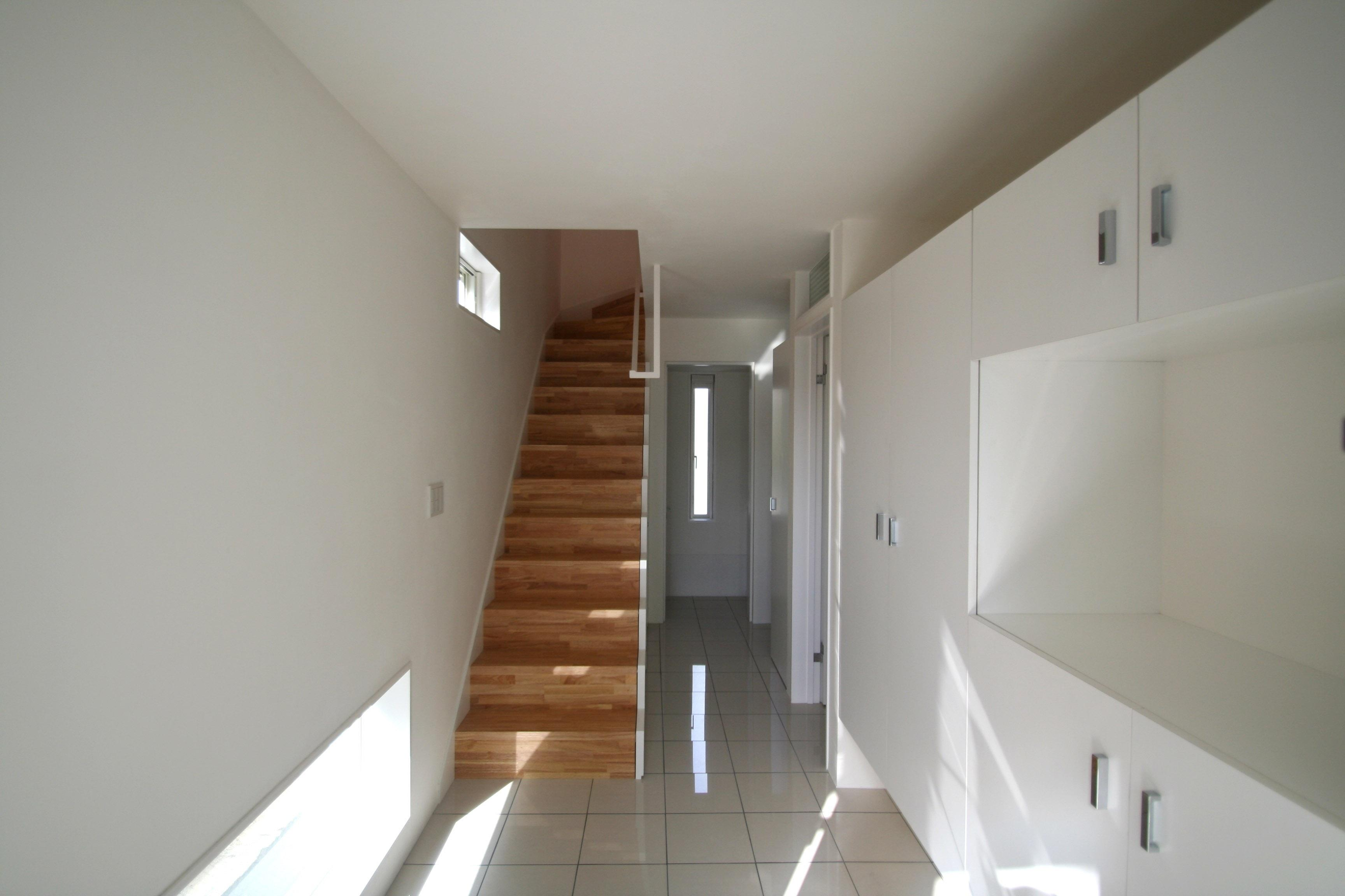 柿の木坂-Tの部屋 階段・玄関収納を眺める
