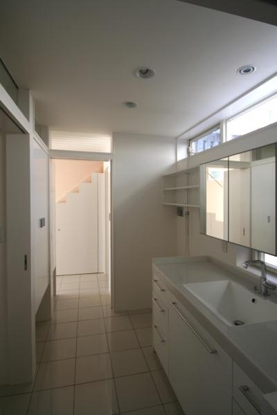白い洗面室 (柿の木坂-T)