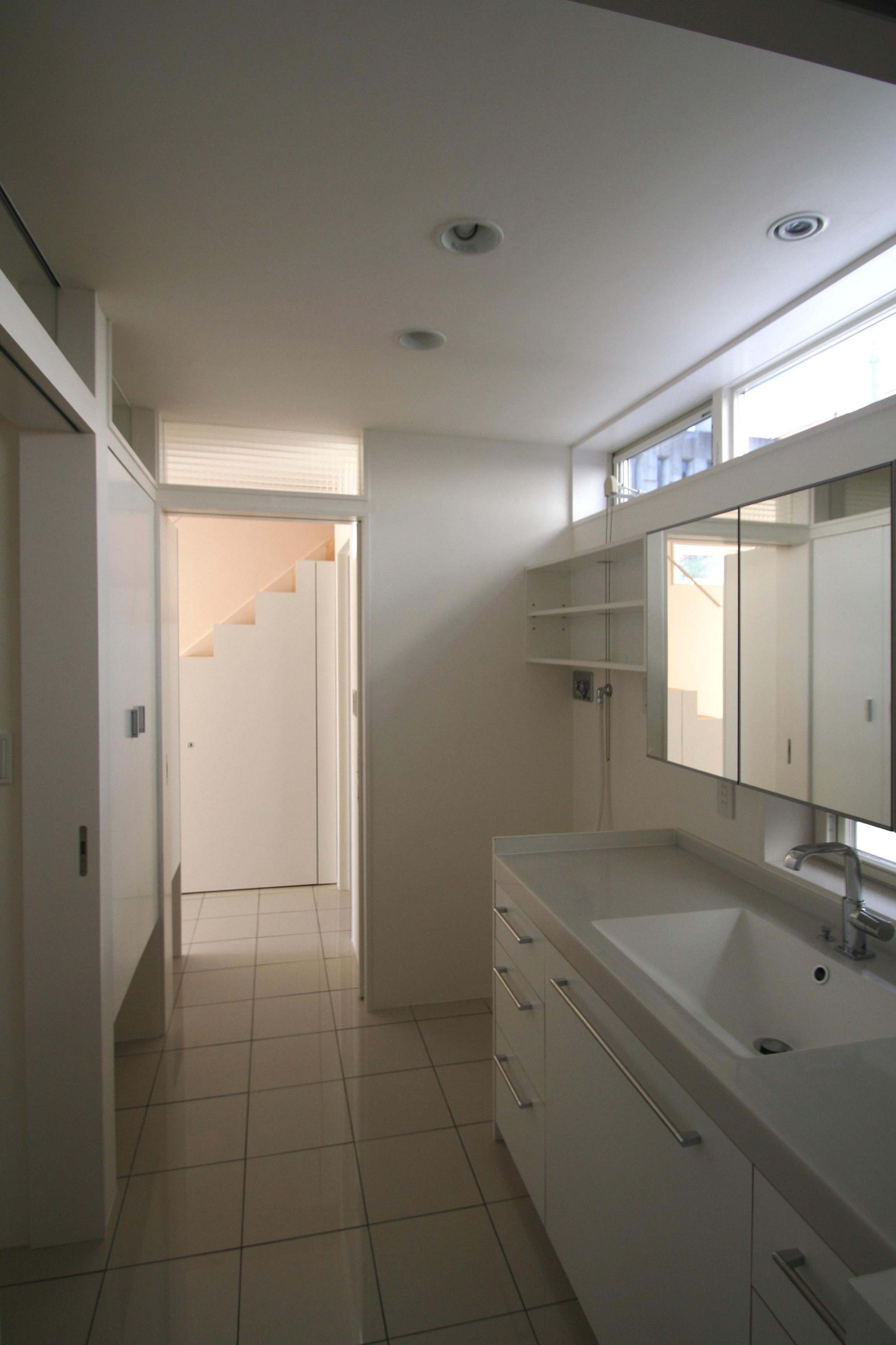 柿の木坂-Tの部屋 白い洗面室