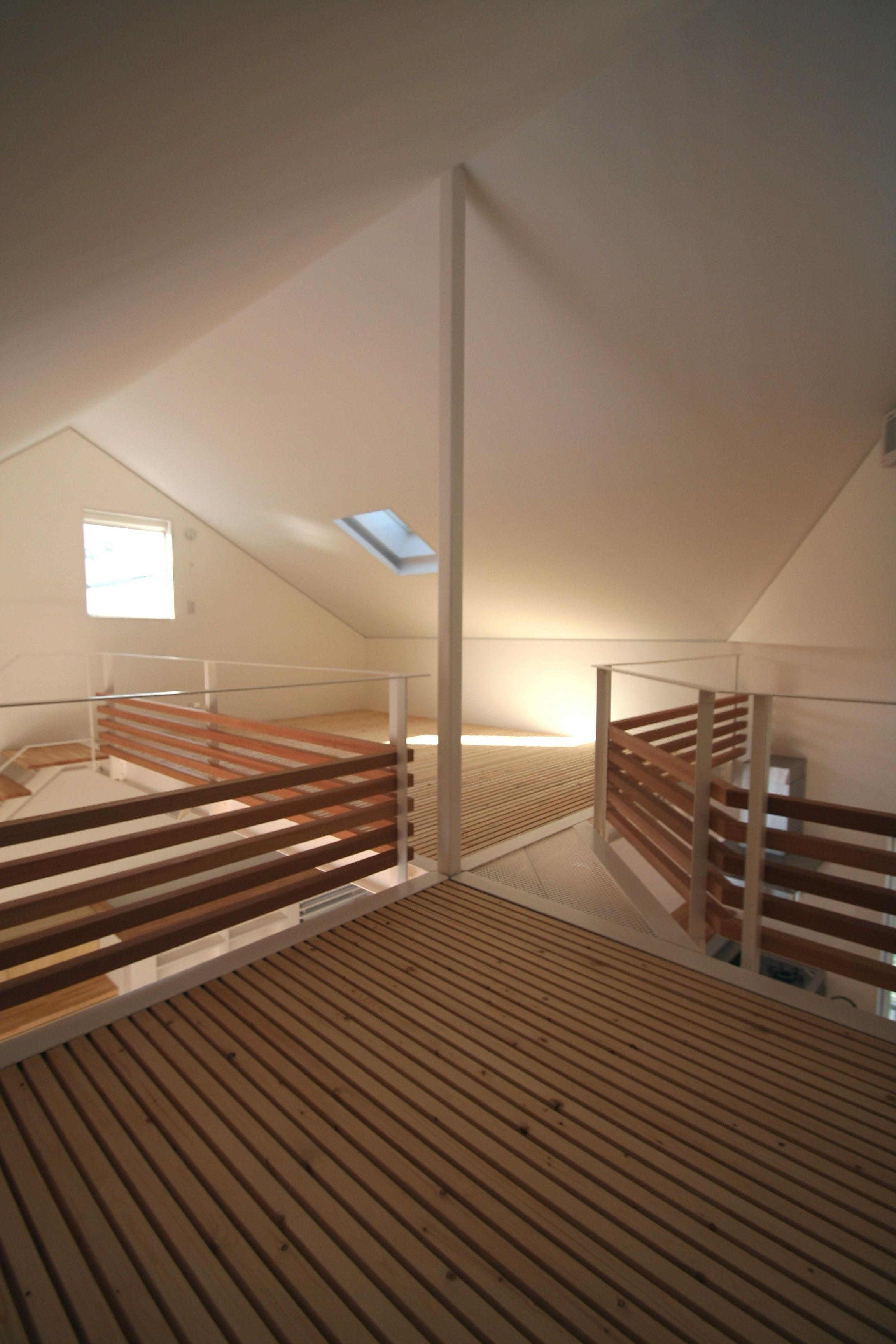 柿の木坂-Tの部屋 床がスノコ状のロフト