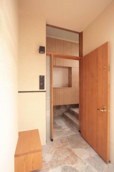 玄関ポーチ (田端の家(お茶室と防音室のある2世帯住宅))