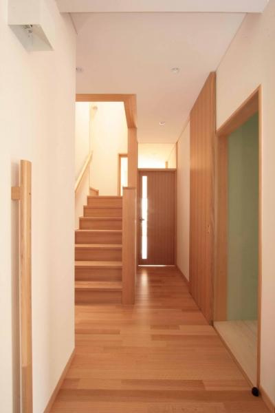 玄関 (田端の家(お茶室と防音室のある2世帯住宅))