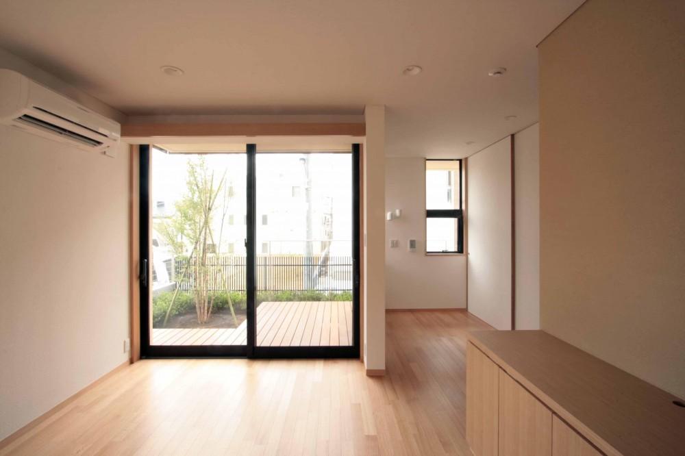 田端の家(お茶室と防音室のある2世帯住宅) (1階、親世帯のリビングダイニング+ベッドコーナー)