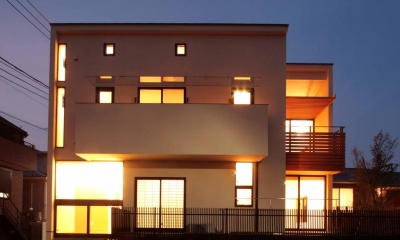 田端の家(お茶室と防音室のある2世帯住宅) (外観(夕景))