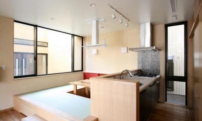市ヶ谷の家(中庭形式の都市型2世帯住宅・外断熱の家) (2階、キッチン・ダイニング)