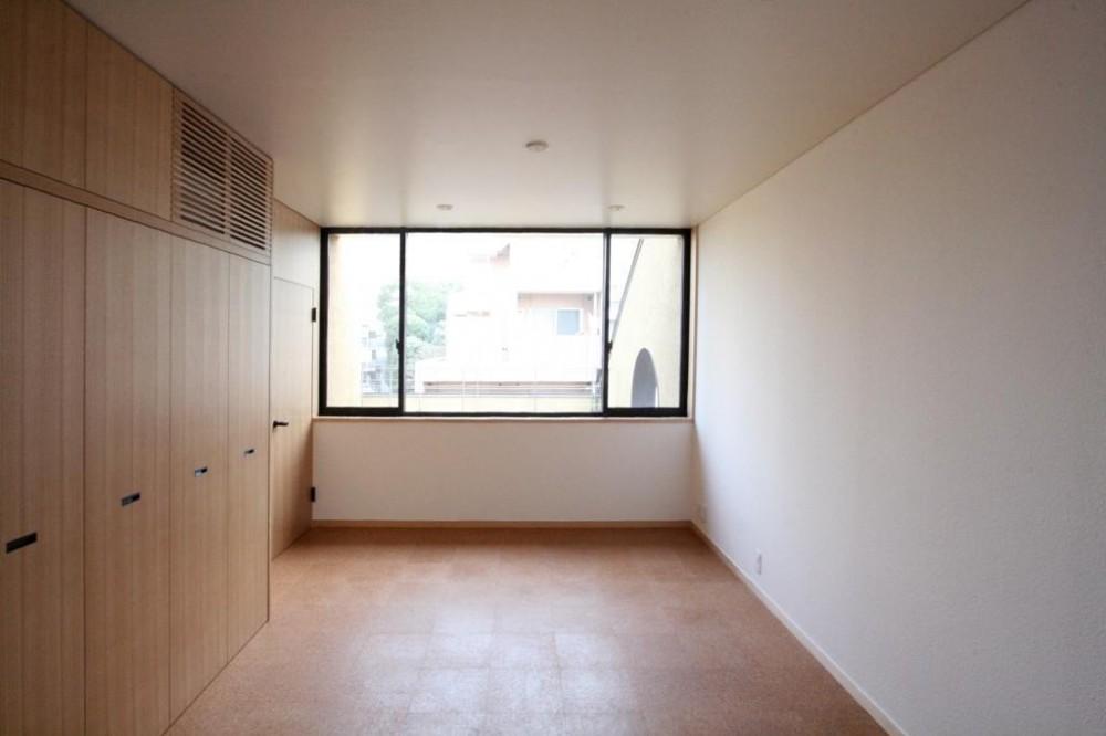 市ヶ谷の家(中庭形式の都市型2世帯住宅・外断熱の家) (3階、親世帯の寝室)