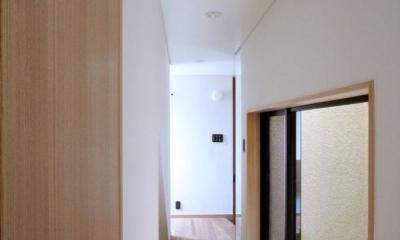 市ヶ谷の家(中庭形式の都市型2世帯住宅・外断熱の家) (1階、廊下)