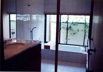 伽留羅ー世田谷の事務所併用住宅の写真 浴室