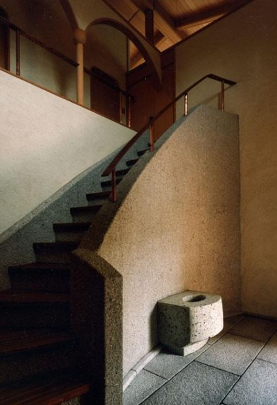 伽留羅ー世田谷の事務所併用住宅 (玄関ホールと階段)