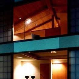 世田谷の事務所併用住宅 ー伽留羅(カルラ)ー (南外観夜景)