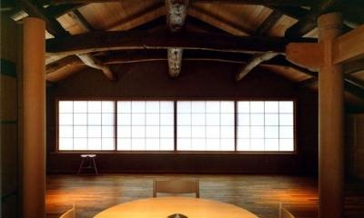 岡谷の民家再生 (食堂から居間を見る)