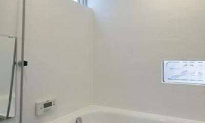 吉之丸の家 (白いバスルーム)