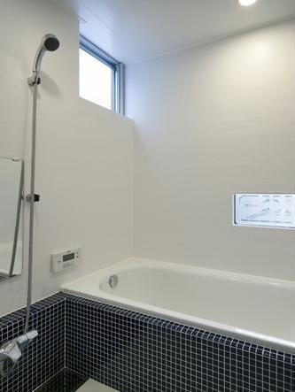 吉之丸の家の部屋 白いバスルーム