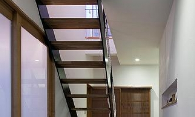 吉之丸の家 (オープン階段と玄関土間)