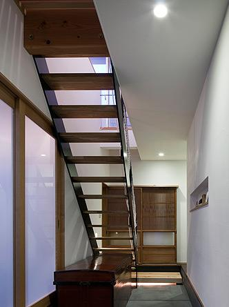 吉之丸の家の部屋 オープン階段と玄関土間