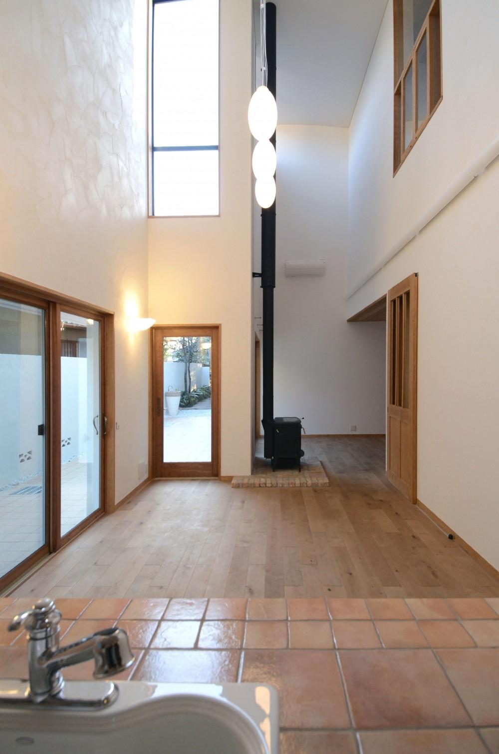 北烏山の家(庫裏、外断熱の2世帯住宅) (キッチンよりダイニング、リビングを望む)