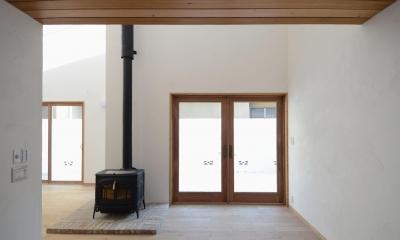 北烏山の家(庫裏、外断熱の2世帯住宅) (薪ストーブのあるリビング)