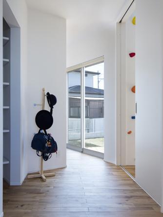V字の家の部屋 廊下