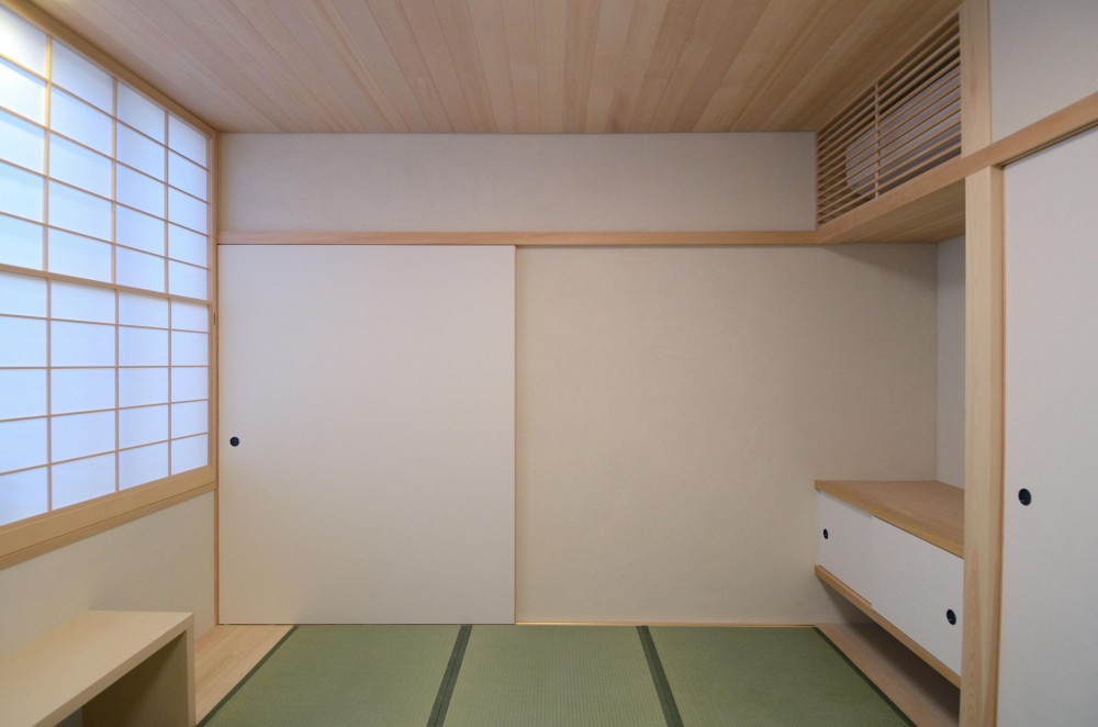 北烏山の家(庫裏、外断熱の2世帯住宅) (デスクを設けた和室)