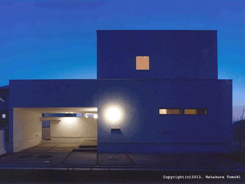 朝日の家Ⅰの部屋 ビルトインガレージの白い外観(夜景)