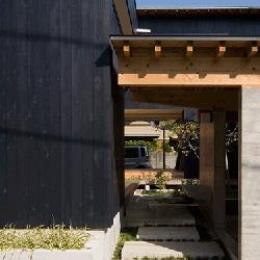 内原の家 (玄関アプローチ)