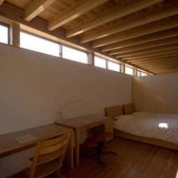 内原の家 (ハイサイドライトのあるベッドルーム)