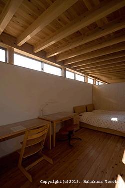 内原の家の部屋 ハイサイドライトのあるベッドルーム