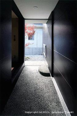 竈山の家 (玄関アプローチ)