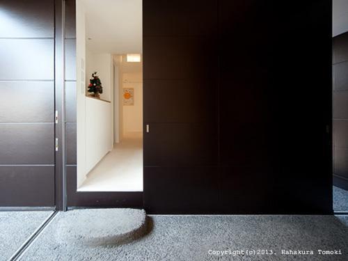 竈山の家の部屋 玄関