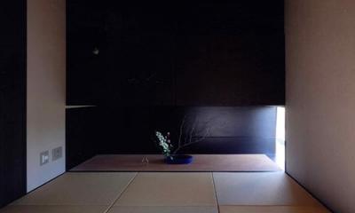 琉球畳を敷き詰めた和室|竈山の家
