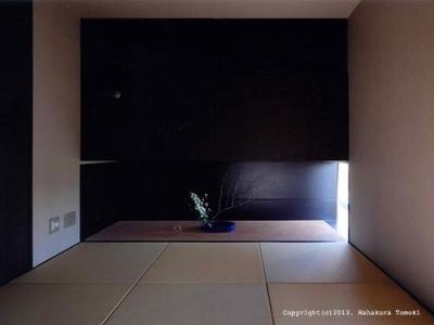 琉球畳を敷き詰めた和室 (竈山の家)