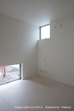 竈山の家の部屋 白を基調とした空間