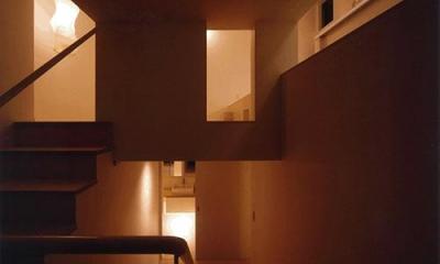 竈山の家 (階段(夜間))