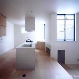 竈山の家 (白いアイランドキッチン)