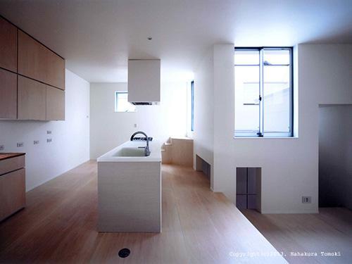 竈山の家の部屋 白いアイランドキッチン