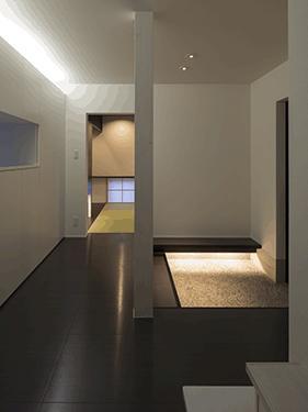 朝日の家 Ⅱの写真 間接照明のある玄関ホール